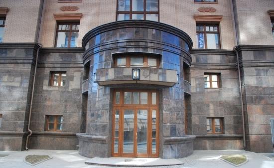 Фасад из натурального гранита
