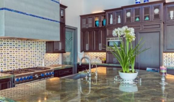 Зеленая мраморная столешница для кухни