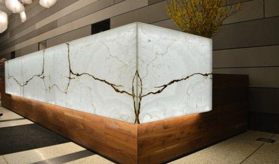 vein-white-onyx-backlit-desk