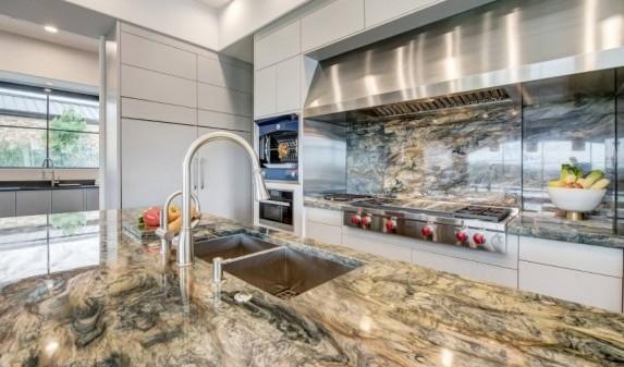 Кухонная столешница из кварцита